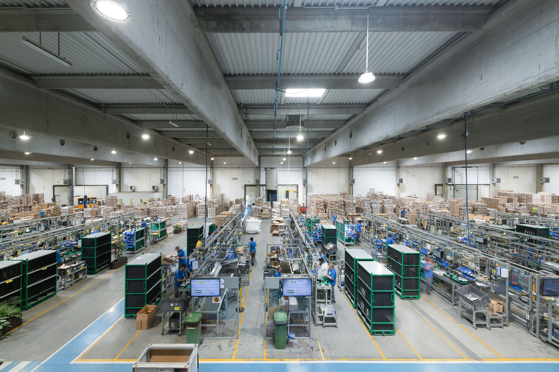 INDU BAY lights this warehouse ensuring perfect visibility for employees