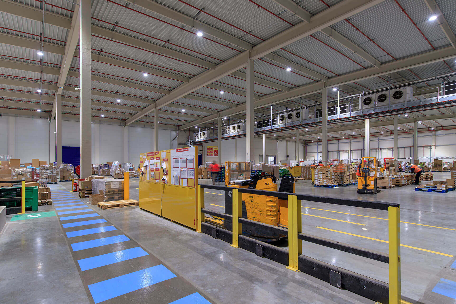 INDU BAY lighting solution creates a pleasant working environment with low operating costs