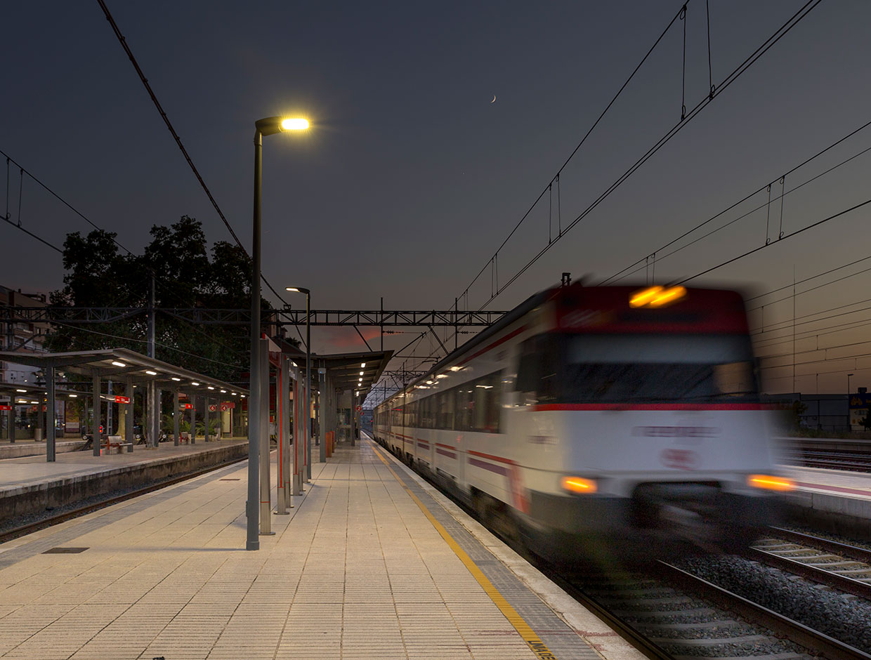 Schréder lighting solutions reduce costs and carbon footprint for rail operators while guaranteeing a safe and comfortable environment for passengers and employees